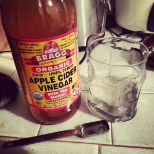 If you are trying to get rid of back acne naturally, Apple Cider Vinegar is a must have in your arsenal.